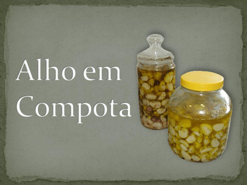 Ingredientes: Para cozinhar o alho 1,5 l de água 3 kg de alho descascado (dentes grandes) ½ copo (de requeijão) de vinagre ½ colher de sopa de sal