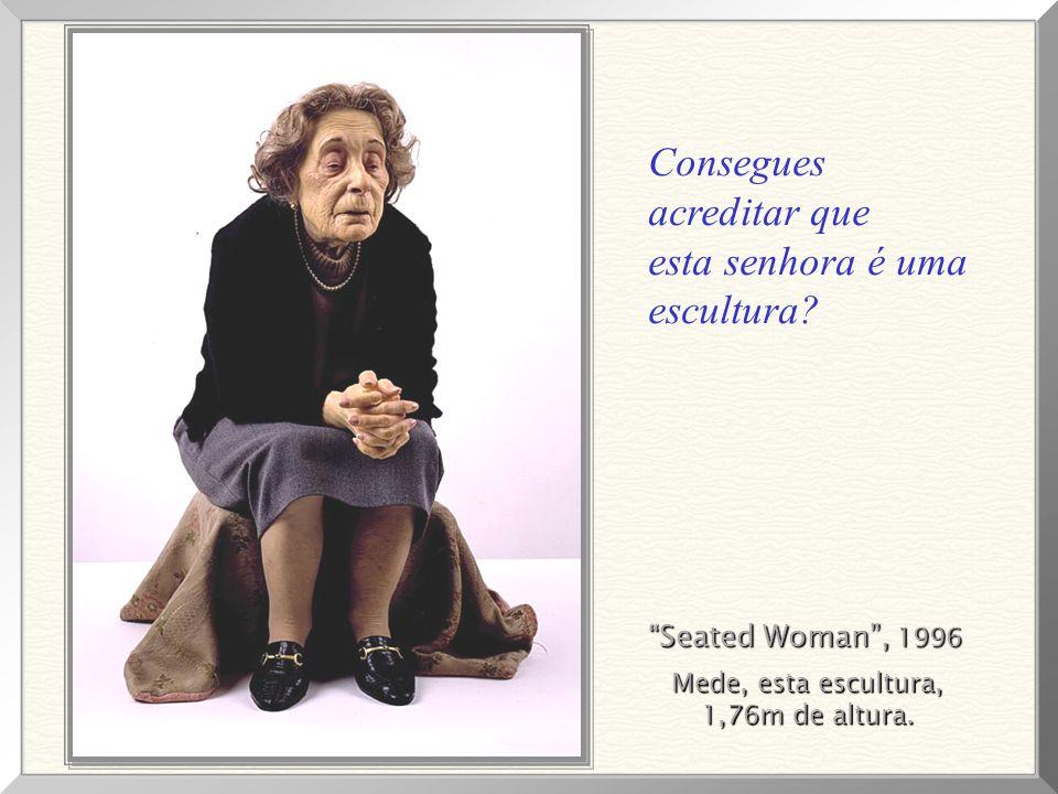 Seated Woman, 1996 Mede, esta escultura, 1,76m de altura.