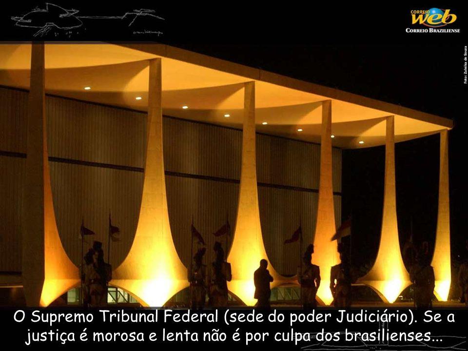 O Supremo Tribunal Federal (sede do poder Judiciário). Se a justiça é morosa e lenta não é por culpa dos brasilienses...