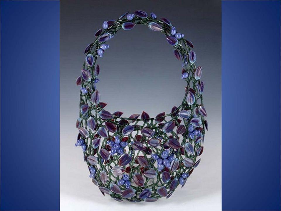 Robert Mickelsen nasceu em 1951, em Port Baloon, Virgínia, e em meados de anos 70 começou a trabalhar o vidro.