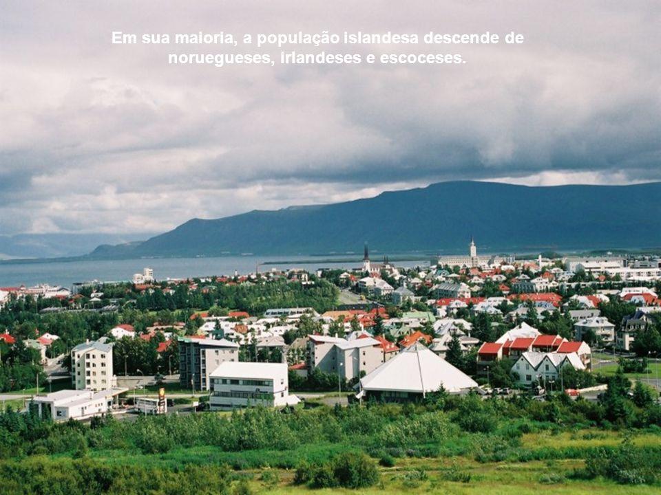 A capital, Reikjavik, é igual a todas as povoações existentes pela ilha fora, só que um pouco maior. Os prédios são raros e nunca muito altos, o trâns