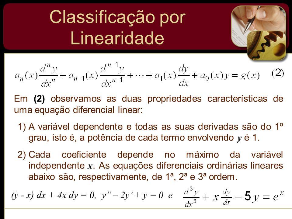 Em (2) observamos as duas propriedades características de uma equação diferencial linear: 1)A variável dependente e todas as suas derivadas são do 1º