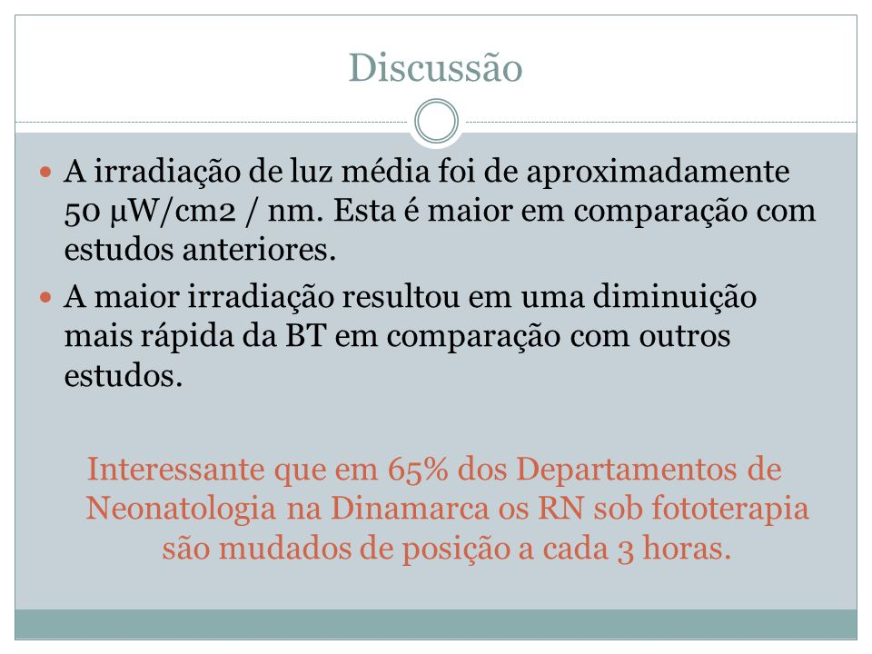 Discussão A irradiação de luz média foi de aproximadamente 50 µW/cm2 / nm.
