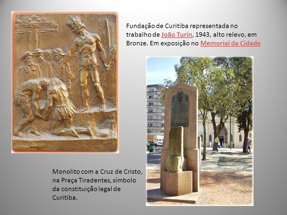 Monolito com a Cruz de Cristo, na Praça Tiradentes, símbolo da constituição legal de Curitiba. Fundação de Curitiba representada no trabalho de João T