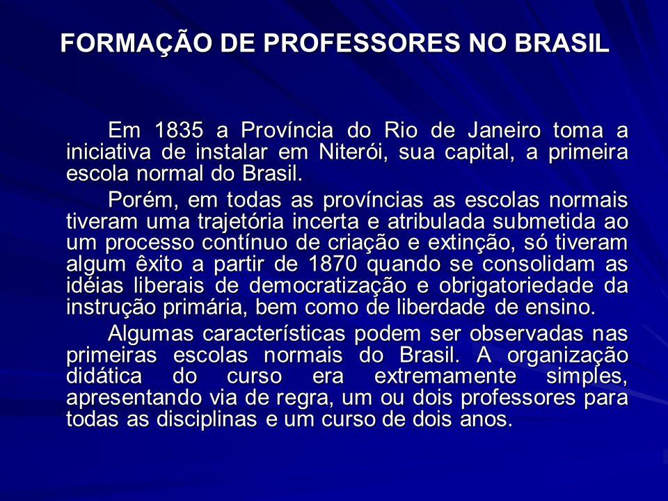 FORMAÇÃO DE PROFESSORES NO BRASIL Em 1835 a Província do Rio de Janeiro toma a iniciativa de instalar em Niterói, sua capital, a primeira escola norma