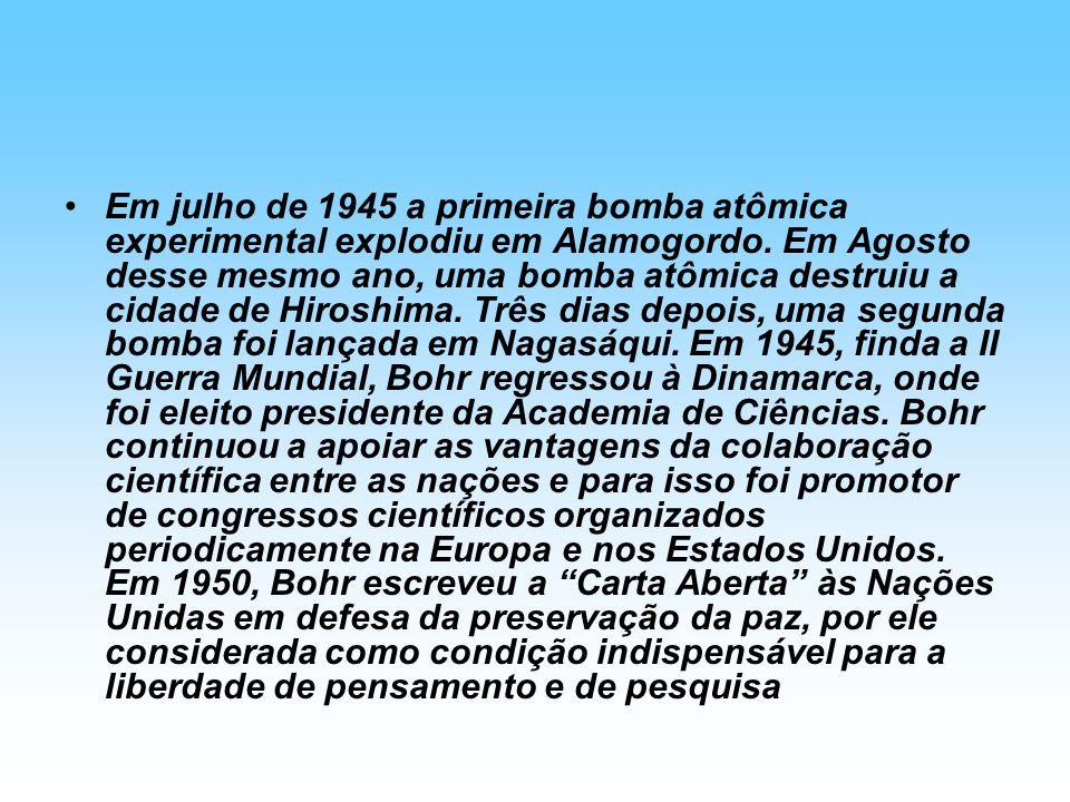 Em julho de 1945 a primeira bomba atômica experimental explodiu em Alamogordo. Em Agosto desse mesmo ano, uma bomba atômica destruiu a cidade de Hiros