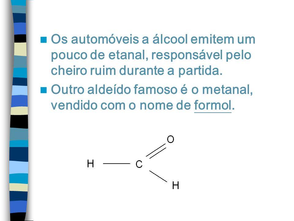 Os automóveis a álcool emitem um pouco de etanal, responsável pelo cheiro ruim durante a partida. Outro aldeído famoso é o metanal, vendido com o nome
