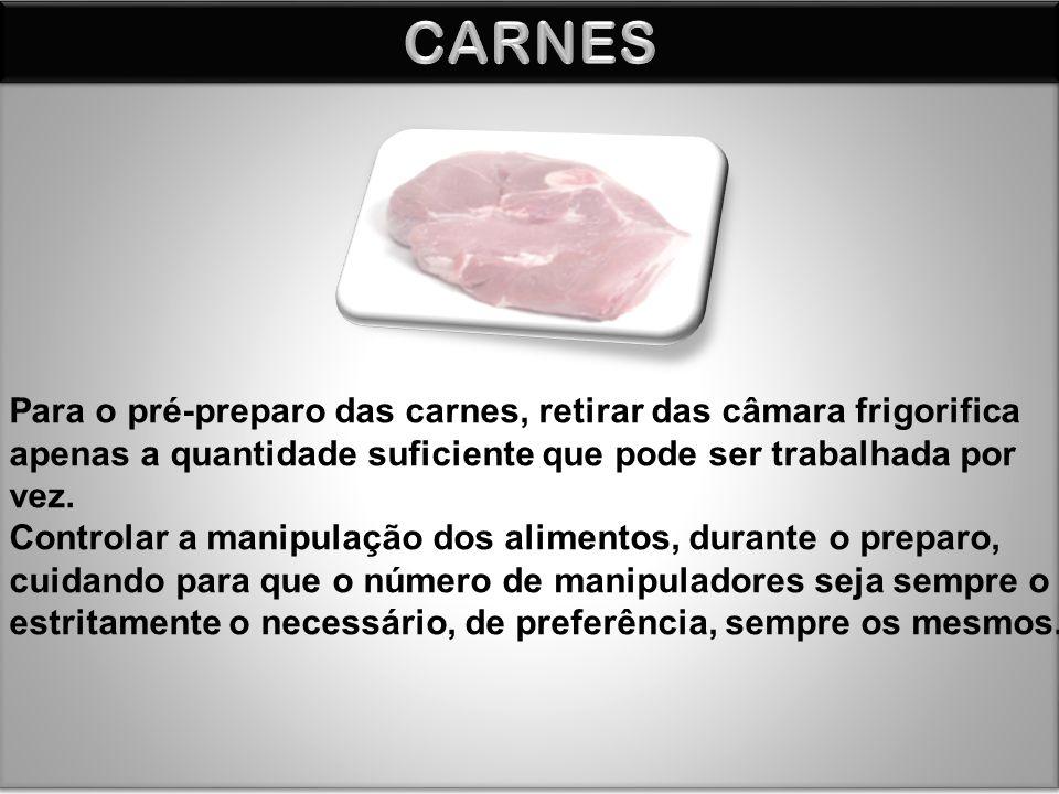 Para o pré-preparo das carnes, retirar das câmara frigorifica apenas a quantidade suficiente que pode ser trabalhada por vez. Controlar a manipulação