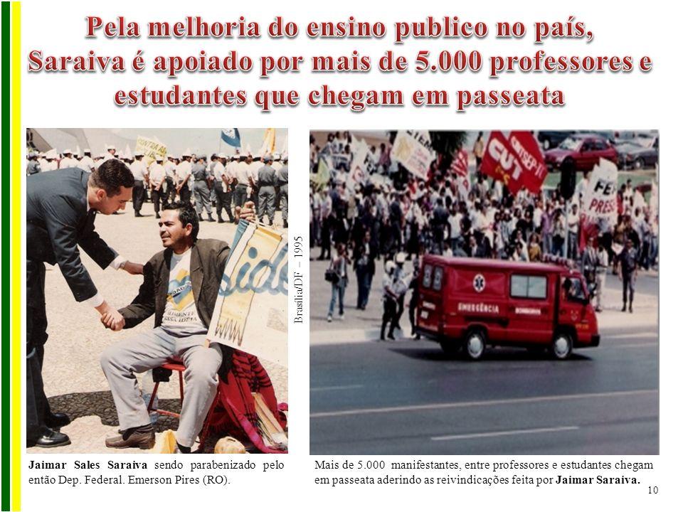 Brasília/DF – 1995 Jaimar Sales Saraiva sendo parabenizado pelo então Dep. Federal. Emerson Pires (RO). Mais de 5.000 manifestantes, entre professores