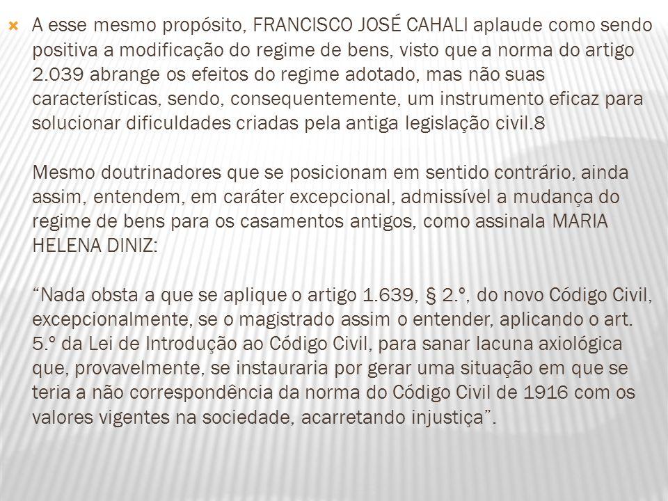 A esse mesmo propósito, FRANCISCO JOSÉ CAHALI aplaude como sendo positiva a modificação do regime de bens, visto que a norma do artigo 2.039 abrange o