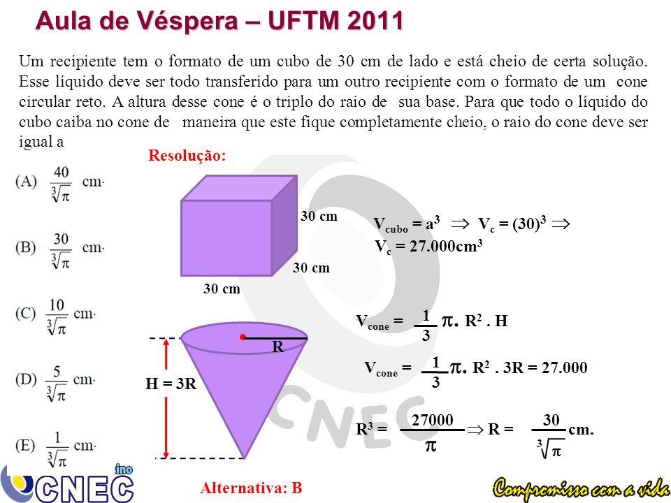Aula de Véspera – UFTM 2011 Um recipiente tem o formato de um cubo de 30 cm de lado e está cheio de certa solução.