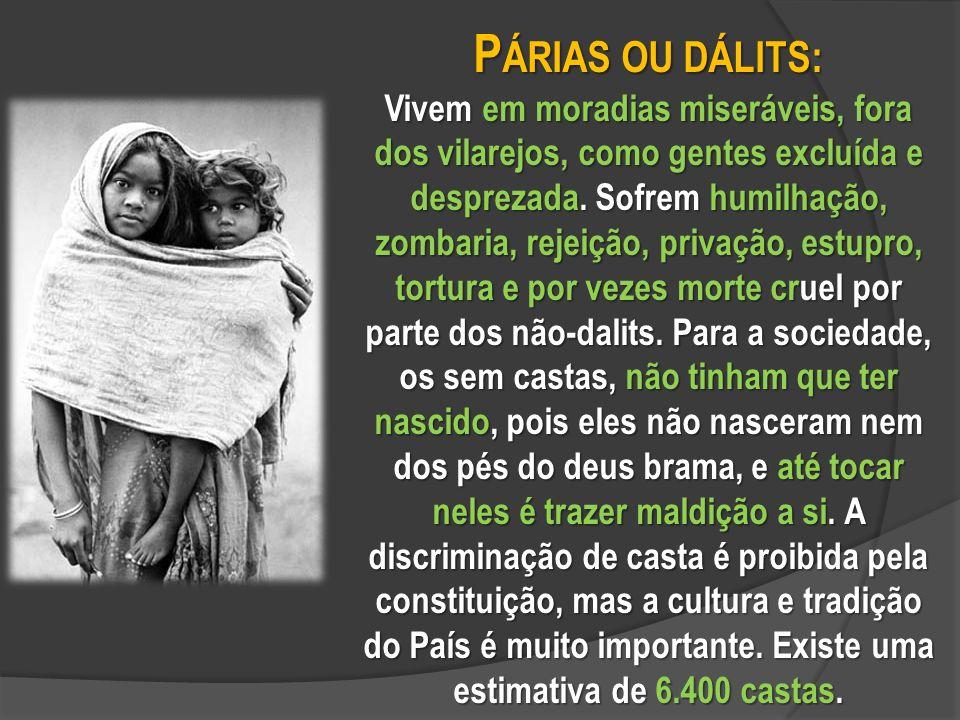 P ÁRIAS OU DÁLITS: Vivem em moradias miseráveis, fora dos vilarejos, como gentes excluída e desprezada.