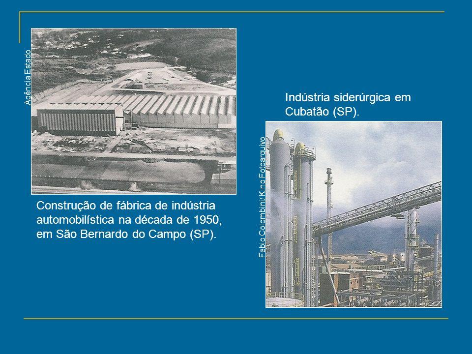 Construção de fábrica de indústria automobilística na década de 1950, em São Bernardo do Campo (SP). Indústria siderúrgica em Cubatão (SP). Fabio Colo