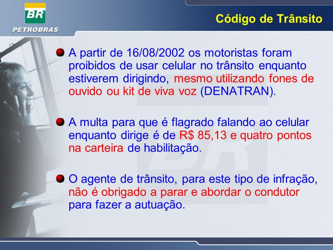 Código de Trânsito A partir de 16/08/2002 os motoristas foram proibidos de usar celular no trânsito enquanto estiverem dirigindo, mesmo utilizando fon