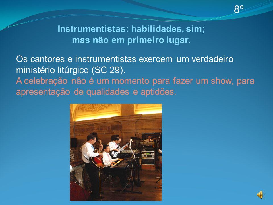Os cantores e instrumentistas exercem um verdadeiro ministério litúrgico (SC 29). A celebração não é um momento para fazer um show, para apresentação