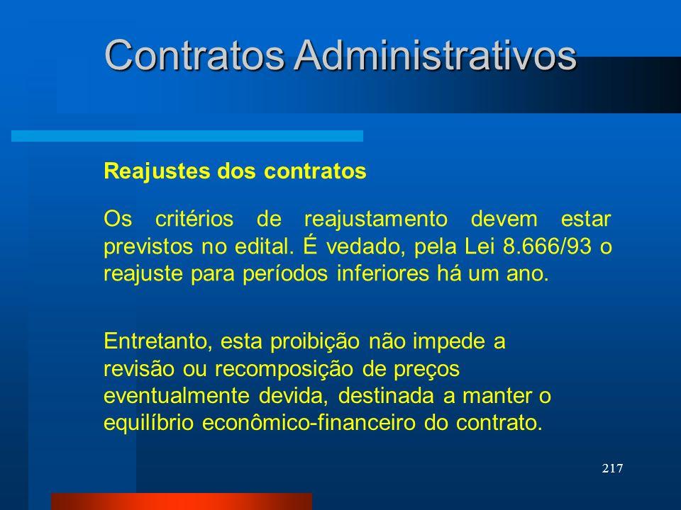217 Contratos Administrativos Os critérios de reajustamento devem estar previstos no edital. É vedado, pela Lei 8.666/93 o reajuste para períodos infe