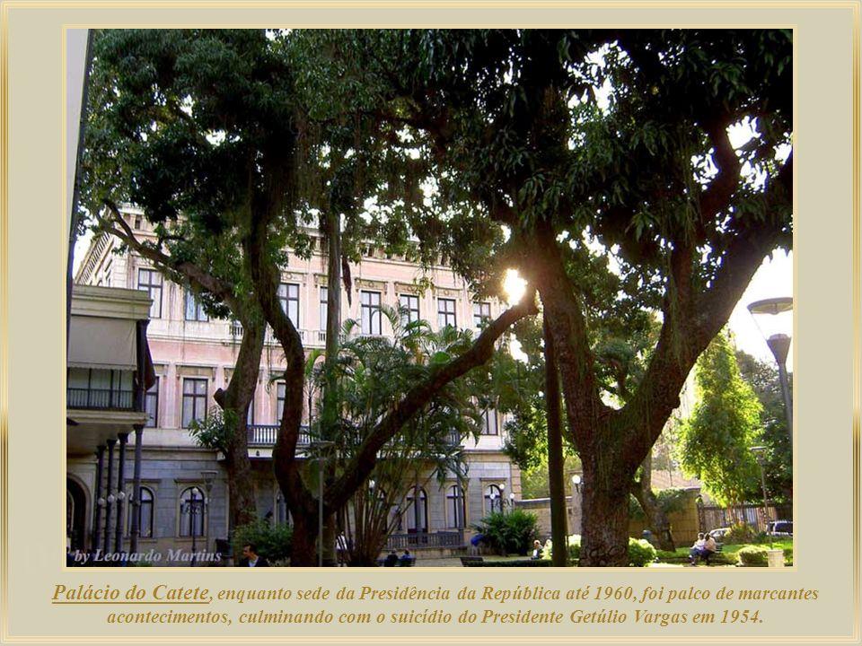 Palácio Mourisco – ou Castelo Fiocruz – uma bela obra arquitetônica em estilo neoislâmico, é séde da Fundação Oswaldo Cruz, que promove pesquisas na á