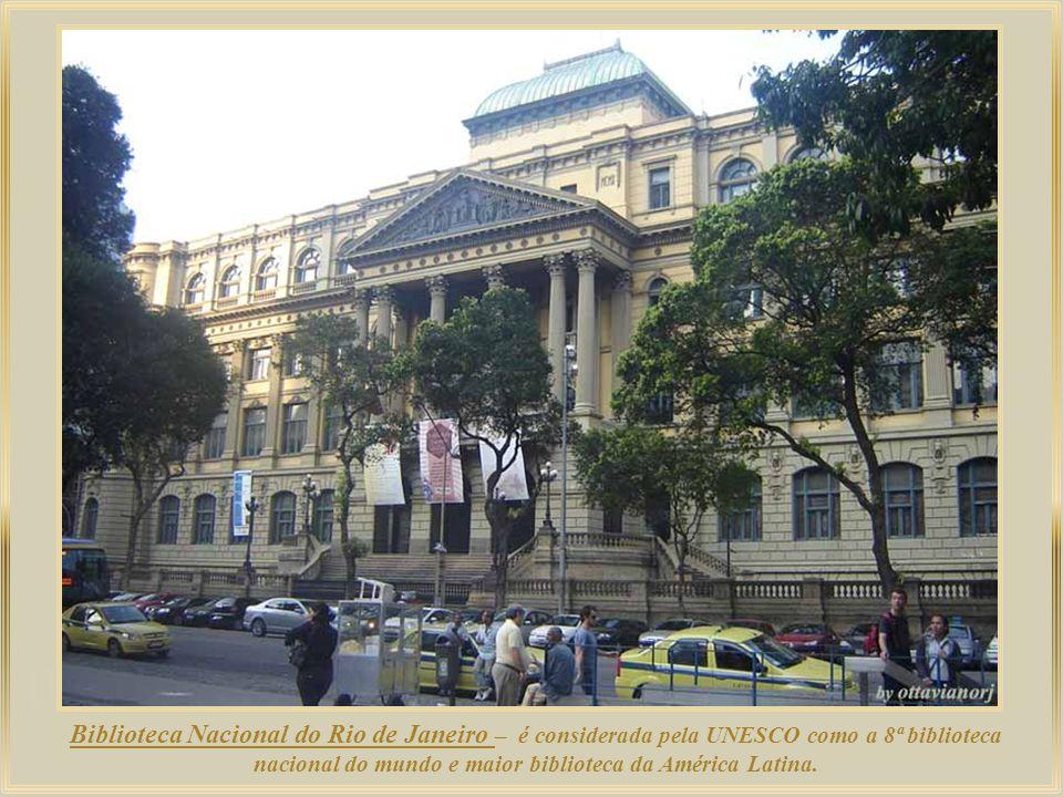 Além de sede das maiores corporações brasileiras, o Centro do Rio abriga também instituições culturais das mais importantes do país.