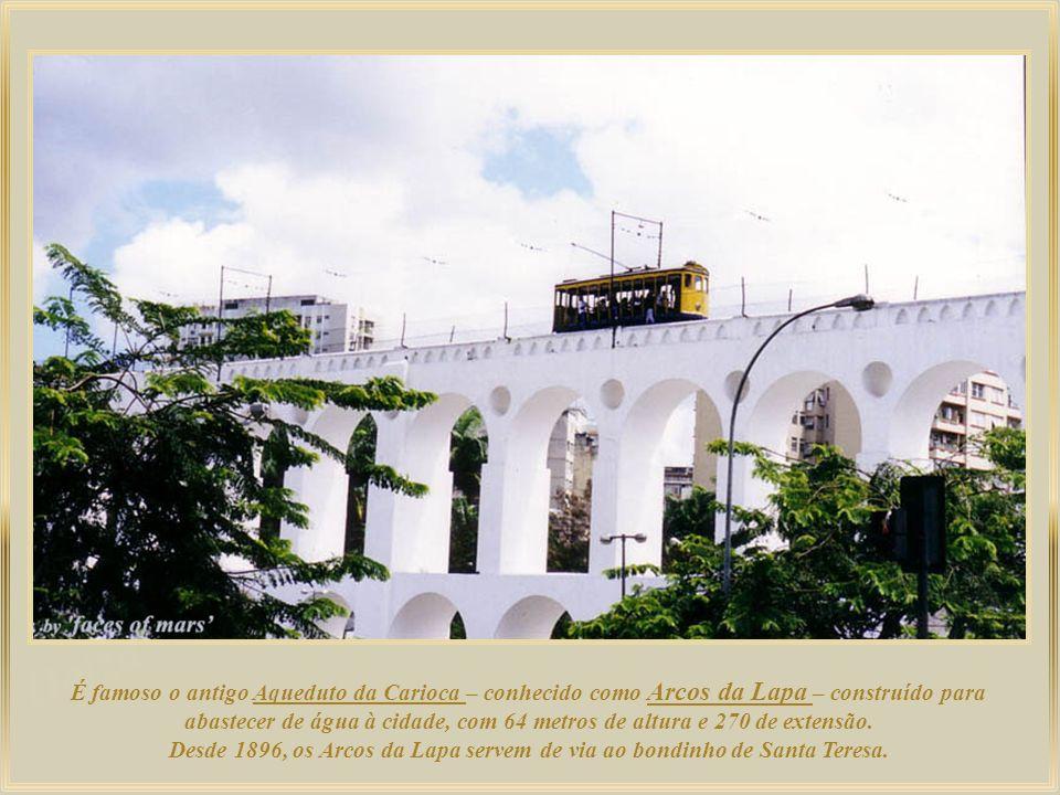 Academia Brasileira de Letras – na sessão inaugural, Machado de Assis foi eleito por aclamação seu primeiro Presidente. Uma réplica do Petit Trianon d