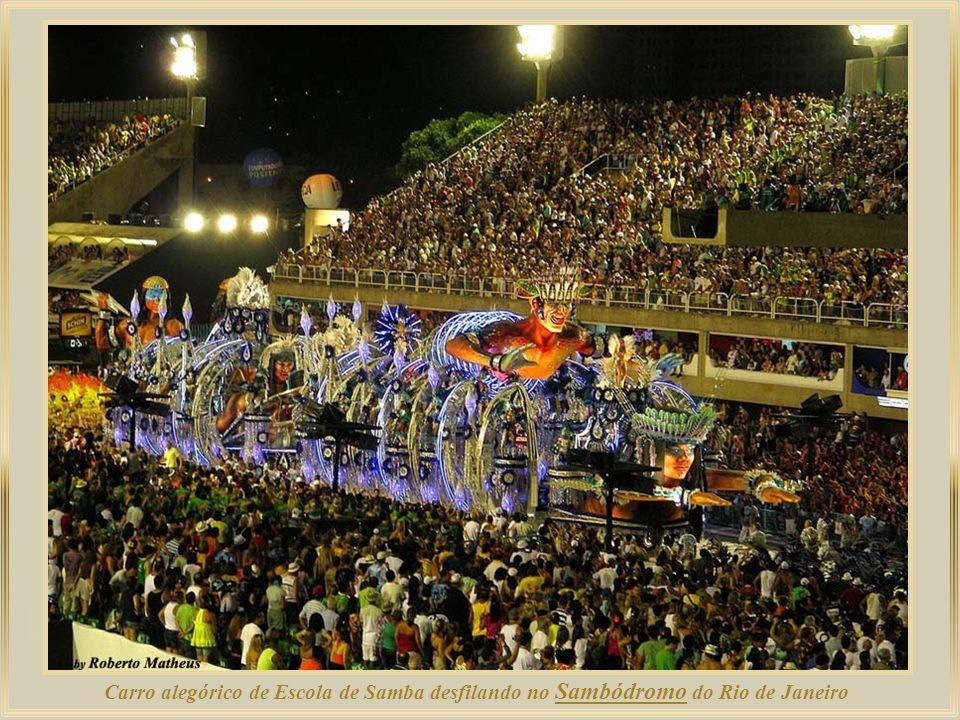 Sambódromo da Marquês de Sapucaí - área onde as Escolas de Samba do Rio de Janeiro desfilam e competem durante o Carnaval, atraindo milhares de turist