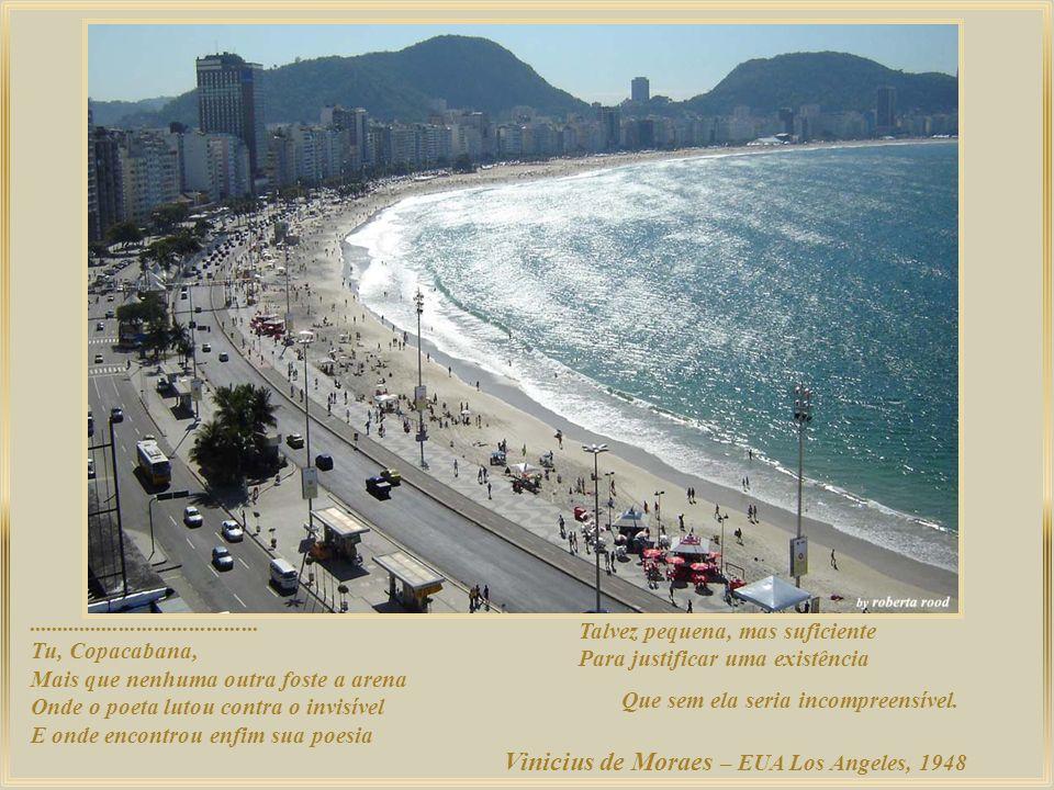 Vista panorâmica do alto do Pão de Açúcar onde se distingue a ponte Rio-Niterói atrás do aeroporto doméstico Santos Dumont; a praia do Flamengo; do la