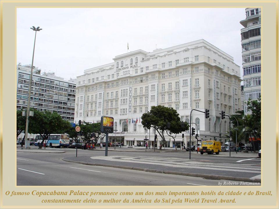Avenida N. Sra. De Copacabana e sua paralela à beira-mar Avenida Atlântica, são tão famosas que há quem diga que aqui se ouve a batida do coração româ