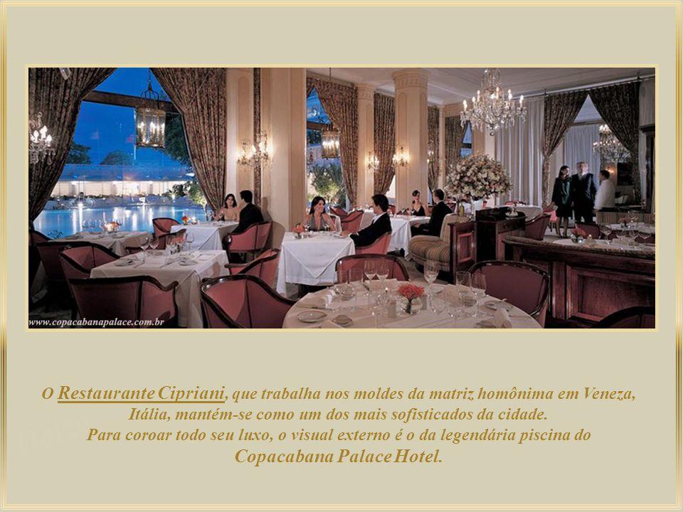 O famoso Copacabana Palace permanece como um dos mais importantes hotéis da cidade e do Brasil, constantemente eleito o melhor da América do Sul pela