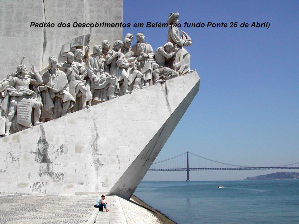 Padrão dos Descobrimentos em Belém (ao fundo Ponte 25 de Abril)