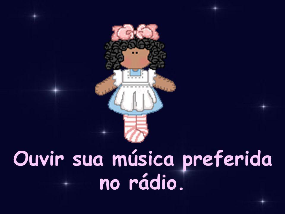 Ouvir sua música preferida no rádio.