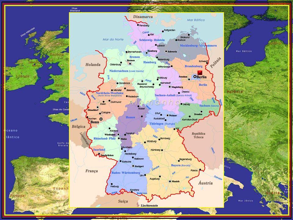 Berlim (em alemão Berlin) é a capital e um dos dezesseis estados da Alemanha. Com uma população de 3,4 milhões dentro dos limites da cidade, é a maior