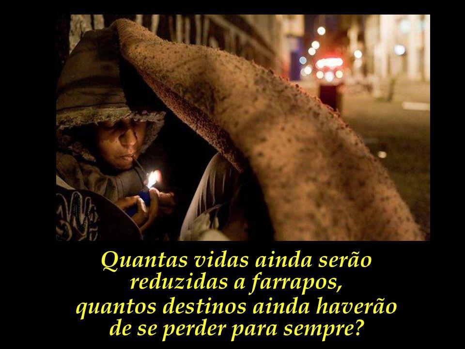 Numa esquina qualquer, de uma cracolândia qualquer, de uma cidade brasileira qualquer, um jovem acende um cachimbo de crack.