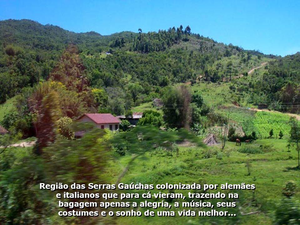 O símbolo das tradições gaúchas na divisa do Rio Grande do Sul com Santa Catarina, no Brasil, é um brinde do povo do sul aos seus visitantes, dando-lhes as boas vindas...