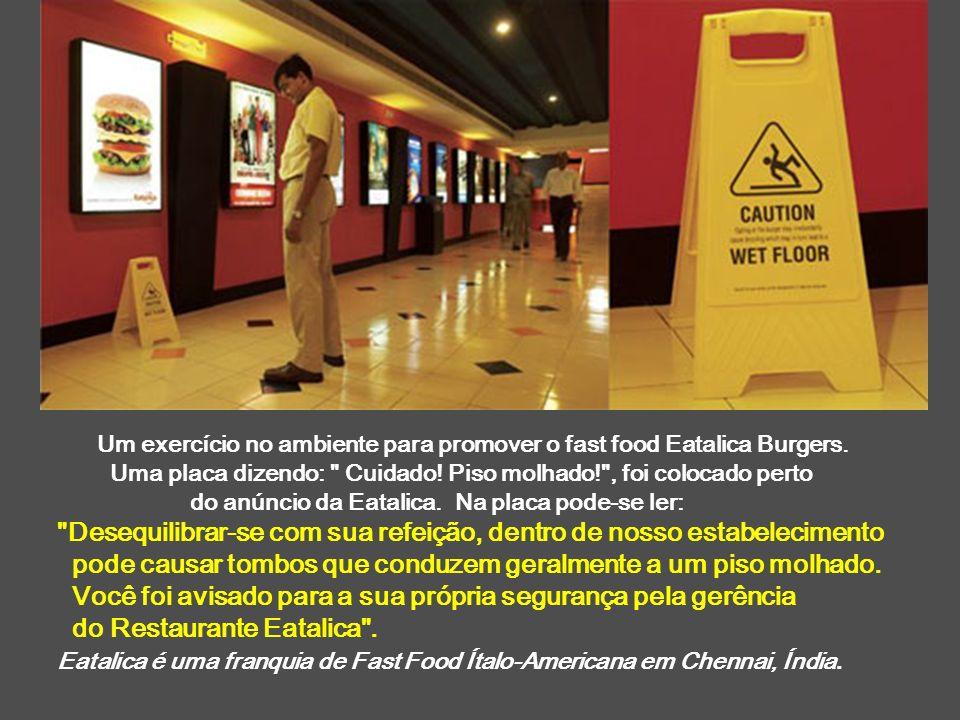 Um exercício no ambiente para promover o fast food Eatalica Burgers. Uma placa dizendo: