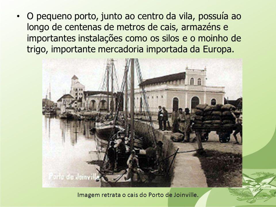 O pequeno porto, junto ao centro da vila, possuía ao longo de centenas de metros de cais, armazéns e importantes instalações como os silos e o moinho