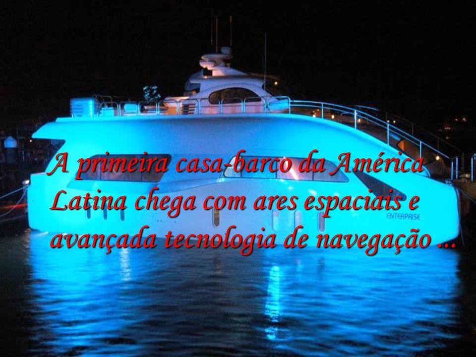Espaçonave em águas brasileiras HOUSE BOAT LOGIC 6000 ENTERPRISE