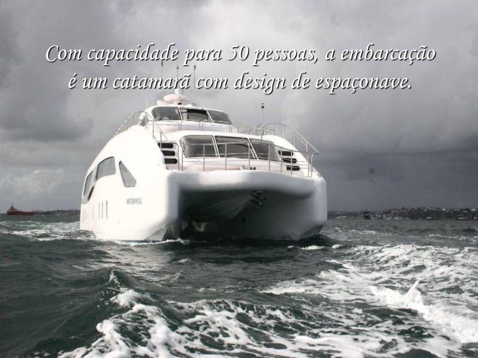 A primeira casa-barco da América Latina chega com ares espaciais e avançada tecnologia de navegação...