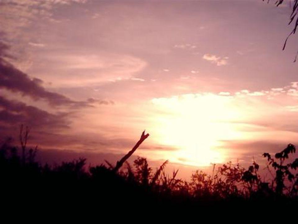 Acampando no local, você assistirá a esse tipo de pôr do sol: