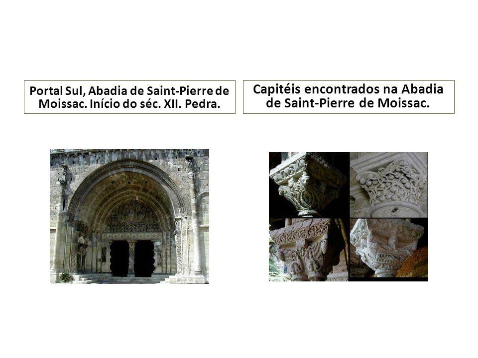 Portal Sul, Abadia de Saint-Pierre de Moissac. Início do séc. XII. Pedra. Capitéis encontrados na Abadia de Saint-Pierre de Moissac.