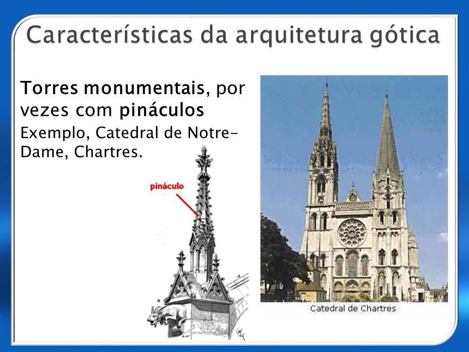 Torres monumentais, por vezes com pináculos Exemplo, Catedral de Notre- Dame, Chartres.