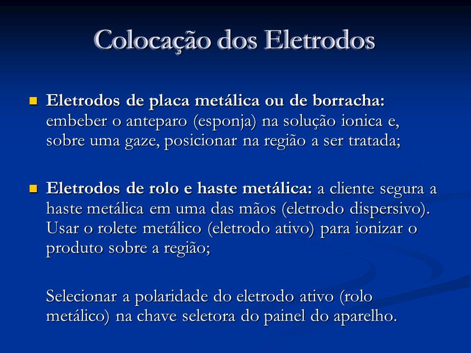 Colocação dos Eletrodos Eletrodos de placa metálica ou de borracha: embeber o anteparo (esponja) na solução ionica e, sobre uma gaze, posicionar na re