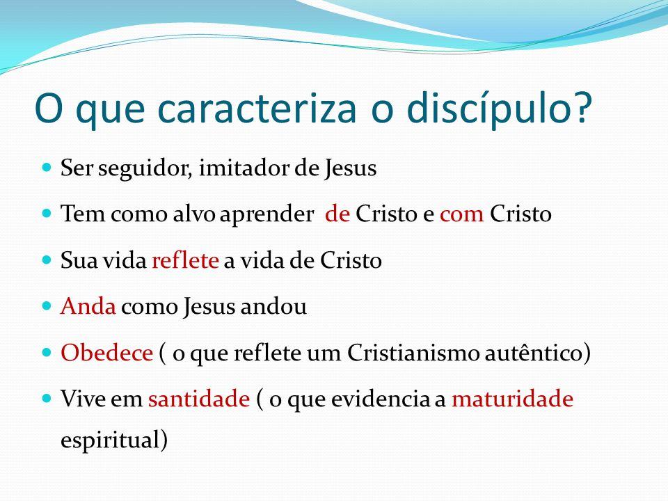 O que caracteriza o discípulo? Ser seguidor, imitador de Jesus Tem como alvo aprender de Cristo e com Cristo Sua vida reflete a vida de Cristo Anda co