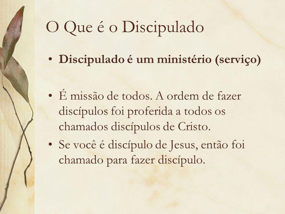 O Que é o Discipulado Discipulado é um ministério (serviço) É missão de todos. A ordem de fazer discípulos foi proferida a todos os chamados discípulo