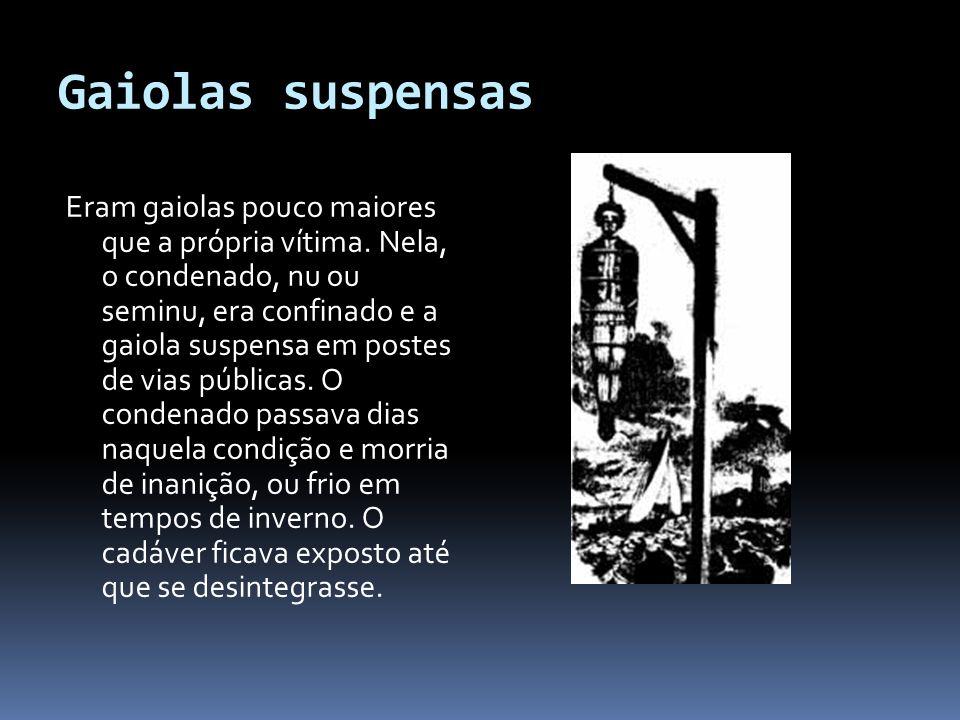 Gaiolas suspensas Eram gaiolas pouco maiores que a própria vítima.