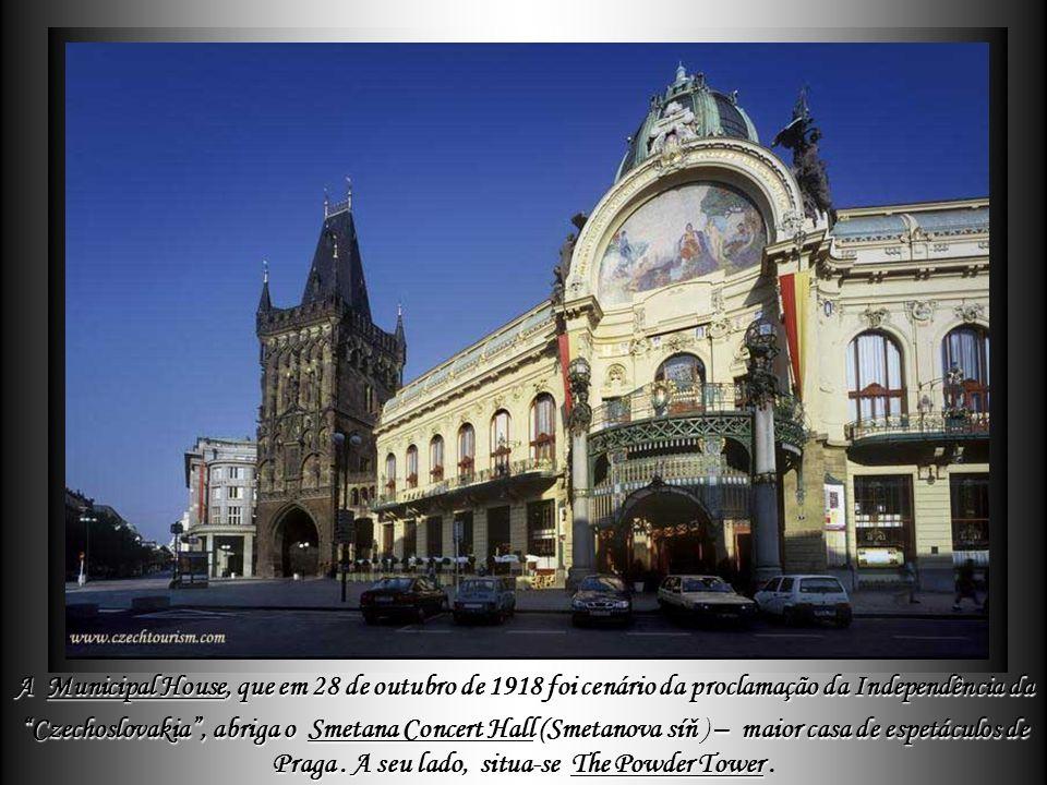 A parte mais antiga do Orloj de Praga - composta pelo relógio mecânico e o mostrador astronômico - foi construída em 1410 A tradição de trabalhar o vi