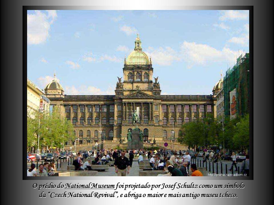O National Theatre (Národní divadlo - mais antigo teatro profissional da República Tcheca - foi fundado em 1920, depois da criação da Czechoslovakia.