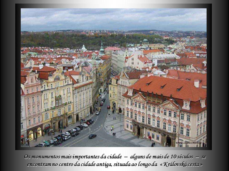 Delza Os monumentos mais importantes da cidade – alguns de mais de 10 séculos – se encontram no centro da cidade antiga, situada ao longo da « Královská cesta »