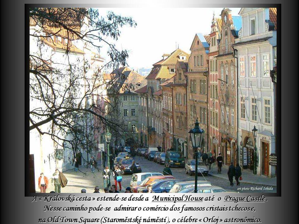A « Královská cesta » estende-se desde a Municipal House até o Prague Castle.
