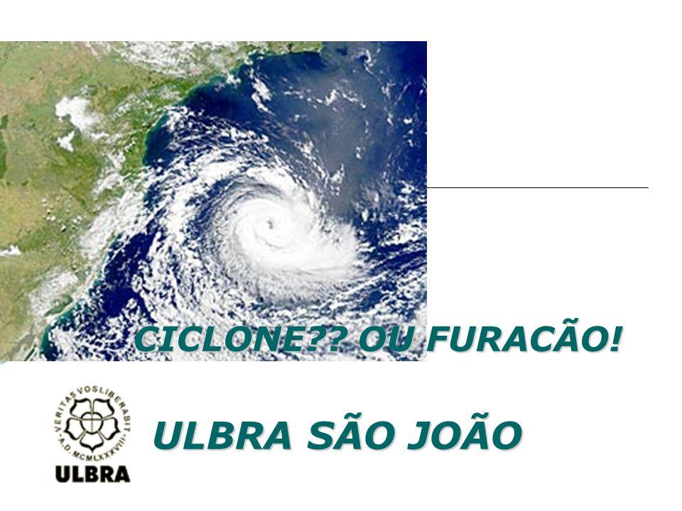 Ventos de 150 km/h atingem a costa brasileira e causam diversos estragos.