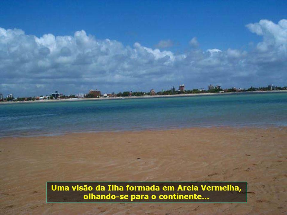 Ilha de Areia Vermelha, formada no mar com a baixa da maré, se transformando, durante 4 horas, num paraíso a céu aberto…