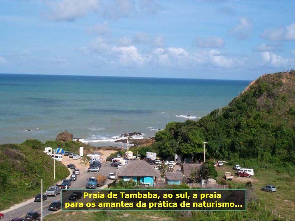 Praia de Tambaba, ao sul, a praia para os amantes da prática de naturismo…